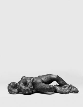 Liegende, 1970, Bronze, H 18,3, B 55 cm