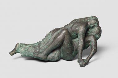 Liegendes Liebespaar, 1976, Bronze, L 42 cm