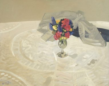 Wolfgang Mattheuer, Blumenstilleben auf Spitzendecke, 1958, Öl auf Hartfaser, 48,7 x 61,5 cm