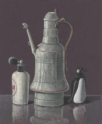 Günther Blau, Stilleben mit Kanne, Pinguin und Zerstäuber, 1995, Tempera auf Hartfaser, 57,3 x 47 cm