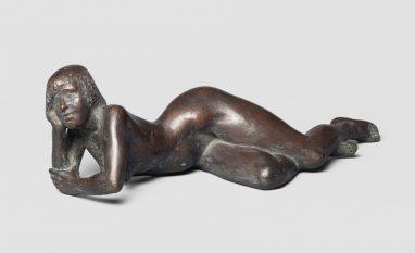 Fritz Cremer, Liegender Akt (Christa), 1956, Bronze, H 18 cm, L 60 cm